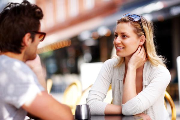 Discuter avec des inconnus ou leur sourire dans la rue ou ailleurs fait le plus grand bien ! Comment-reussir-premier-rendez-vous-avec-un-homme